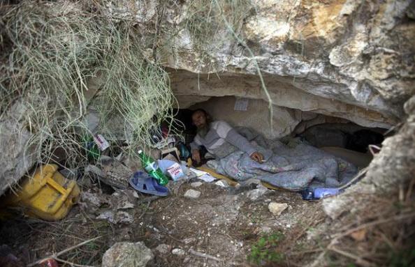 cave-man_1539937i