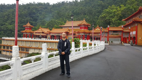 Casey in from of Sanching Temple
